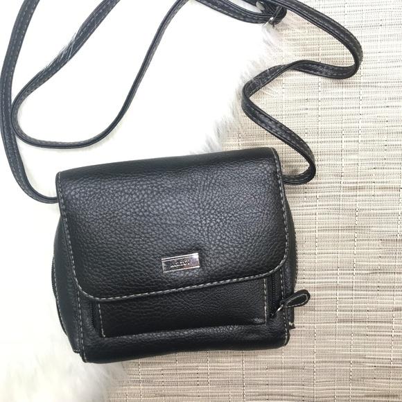 a8f98f6731f8 Koltov Handbags - NWOT Koltov Crossbody Travell Purse